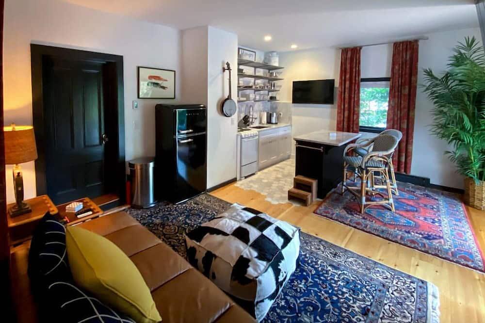 Deluxe Suite (Dog Watch Suite) - Living Area