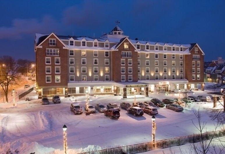 Salem Waterfront Hotel & Suites, Salem, Hotel Front