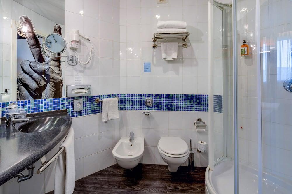 Room, 2 Twin Beds, Smoking - Bathroom