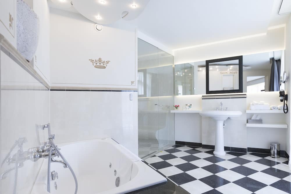 Deluxe-Suite, Whirlpool - Badezimmer