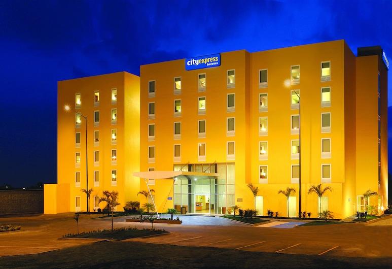 伊拉普阿托城市快捷酒店, 伊拉普阿托, 酒店入口 - 夜景