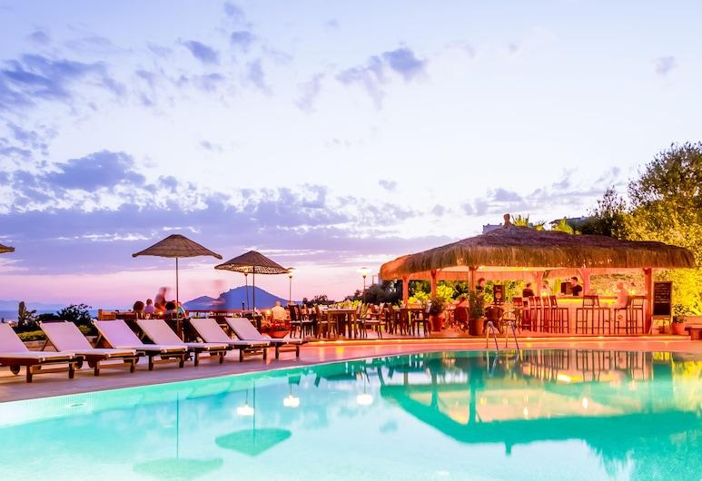 4reasons hotel and bistro, โบดรัม, สระว่ายน้ำ