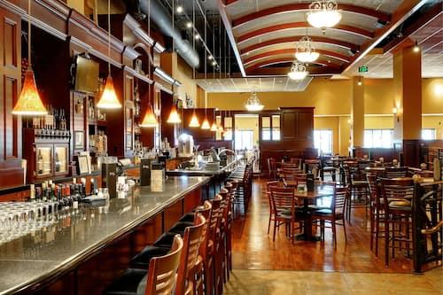 The Grand Hotel Salem In Salem Hotels Com