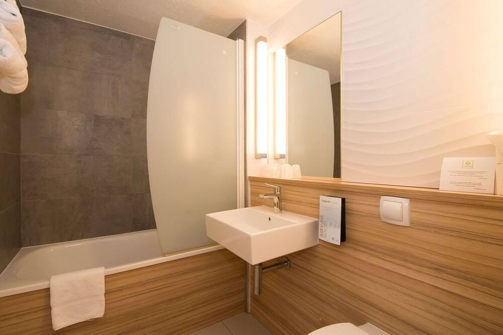 Standartinio tipo kambarys, 2 viengulės lovos - Vonios kambarys