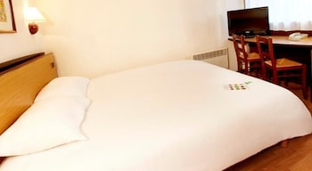 Book this In-room accessibility Hotel in Cuincy