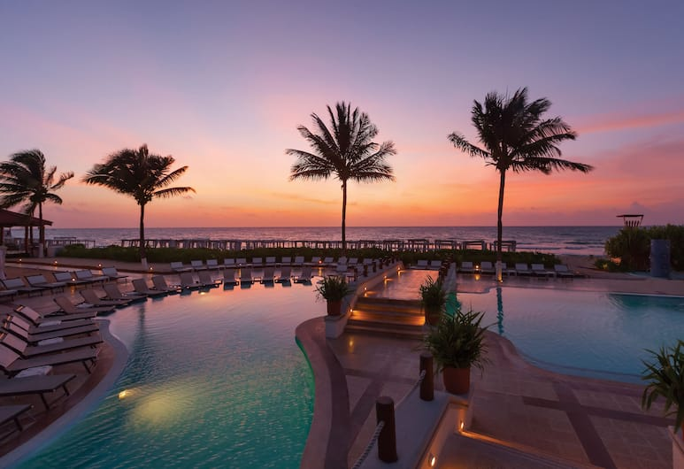 Hilton Playa del Carmen, an All Inclusive Adult Only Resort- Formerly The Royal, Плайа-дель-Кармен, Открытый бассейн
