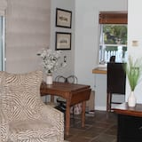 Exclusive Studio Suite, Kitchen, Mountain View - In-Room Dining