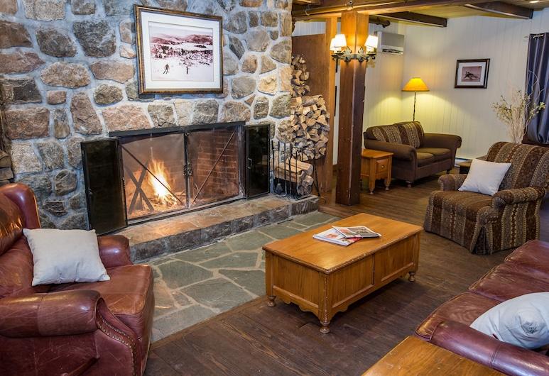 Place St-Bernard, Mont-Tremblant, Lobby-Lounge