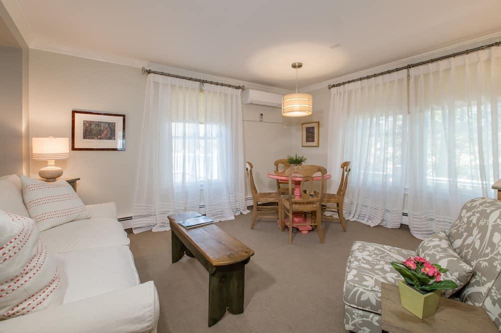 Dickinson Suite (No Pets) - Obývací prostor