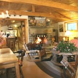 Panoramic Cabin, Multiple Beds - Living Area