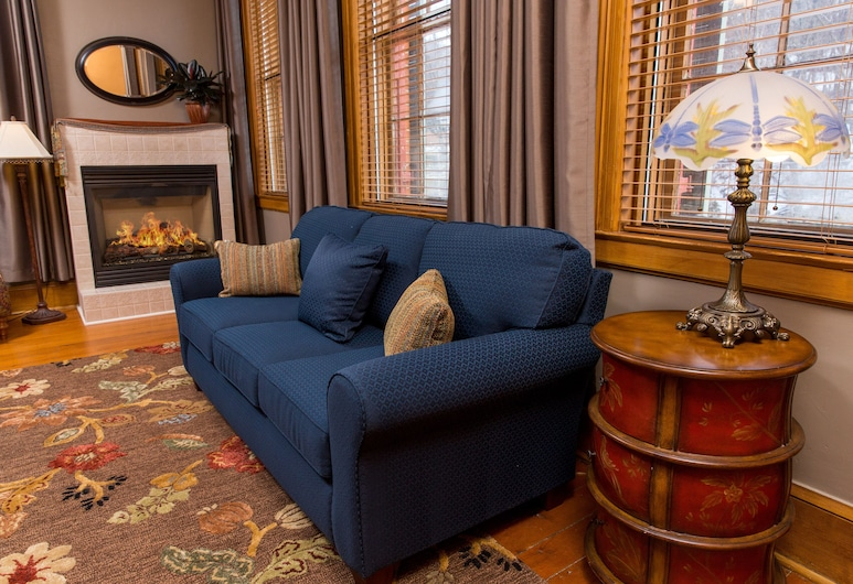 파머스 게스트 하우스, 걸리나, 럭셔리 스위트, 킹사이즈침대 1개, 벽난로 (Julia Room), 객실
