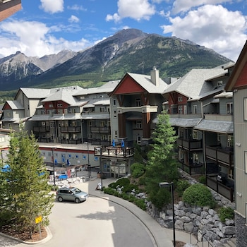 A(z) Lodges at Canmore hotel fényképe itt: Canmore