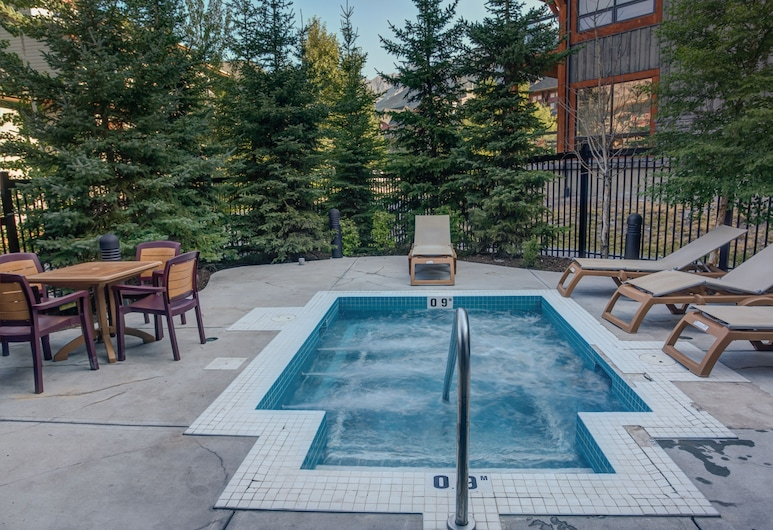 Lodges at Canmore, Canmore, Outdoor Spa Tub