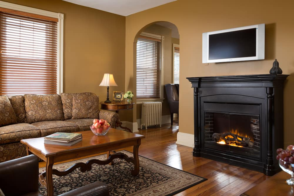 Carriage House Suites - Living Room
