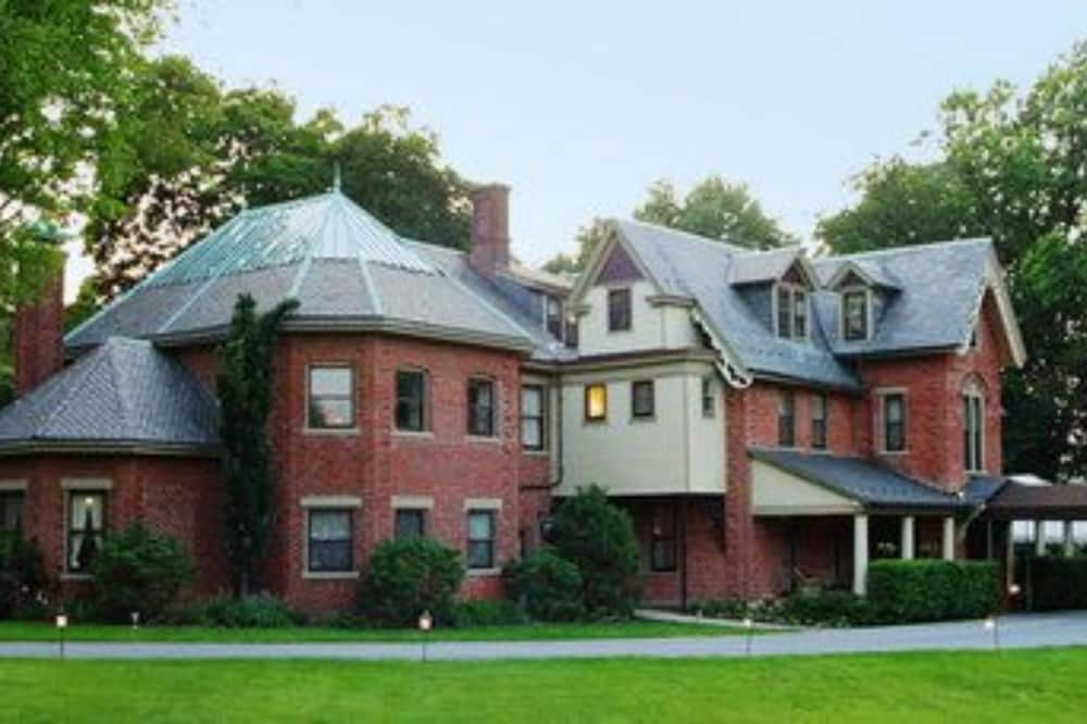 The Sayre Mansion Inn
