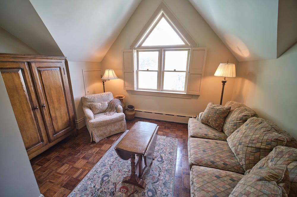 The Northern Spy Suite - Living Room