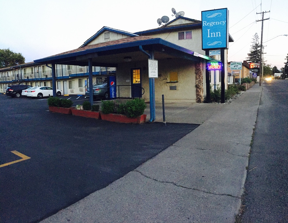 Regency Inn, Lakeport