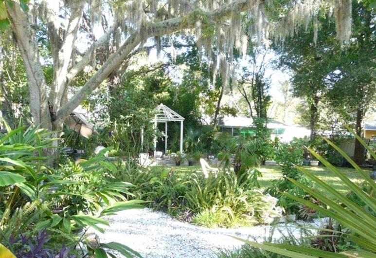 Castle Garden Bed & Breakfast, St. Augustine, Property Grounds