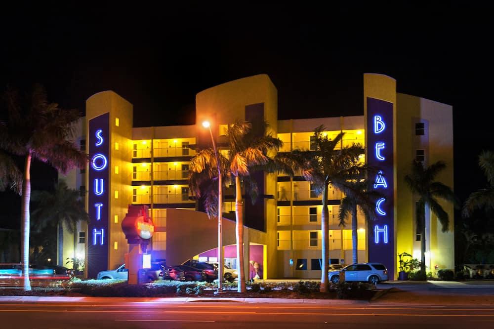South Beach Condo Hotel by Sunsational Beach Rentals LLC