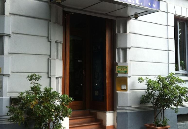 Aurelia, Milaan, Ingang van hotel