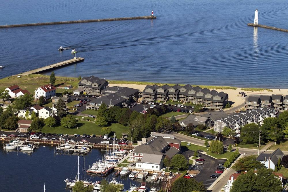 Harbor Lights Resort Frankfort