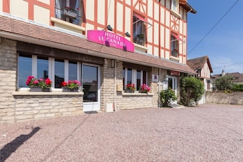 Picture of Hotel Le Canada in Hermanville-sur-Mer