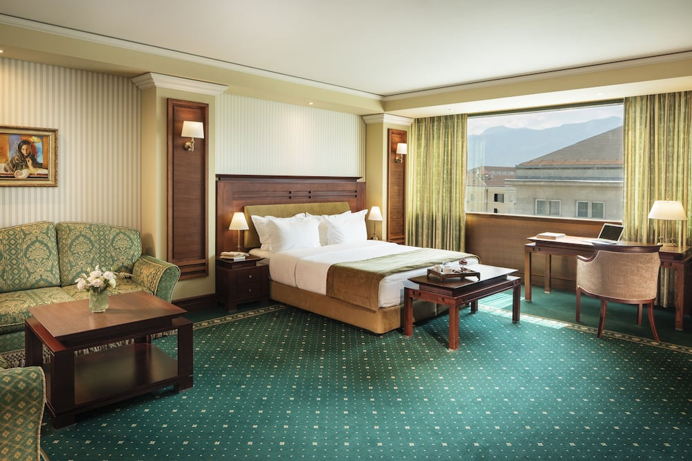 Superior room, extremely spacious and comfortable - Living Area