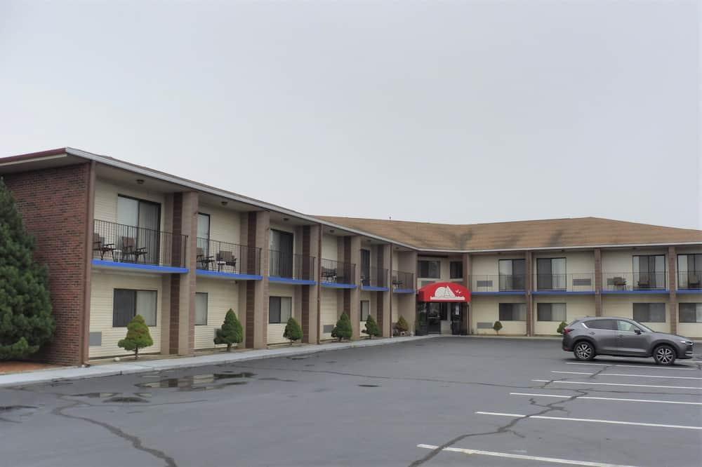 Red Roof Inn & Suites Middletown, RI