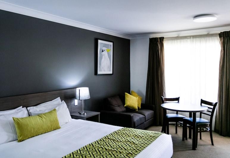Best Western Plus Ambassador Orange, Orindžas, Numeris, 1 labai didelė dvigulė lova, Nerūkantiesiems (Dining Table), Svečių kambarys