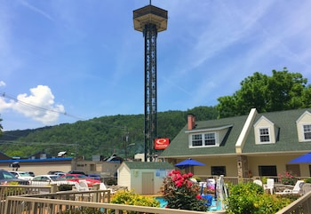 Picture of Econo Lodge Inn & Suites at the Convention Center in Gatlinburg