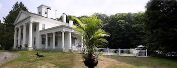 Picture of House of 1833 Bed & Breakfast & Gardens in Mystic