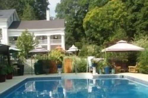 Bed and breakfast near foxwoods casino 3d pool games for 2 players