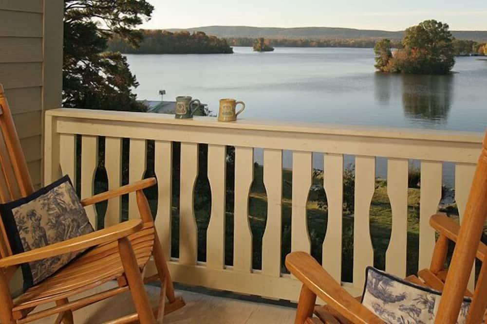Szoba, erkély, kilátással a tóra (Birdsong) - Erkély