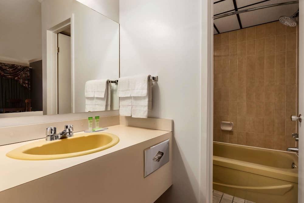 Habitación, 1 cama Queen size con sofá cama, para no fumadores - Baño