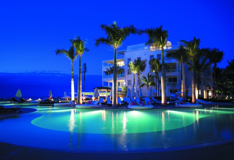 The Palms Turks and Caicos, Providenciales, Infinity Pool