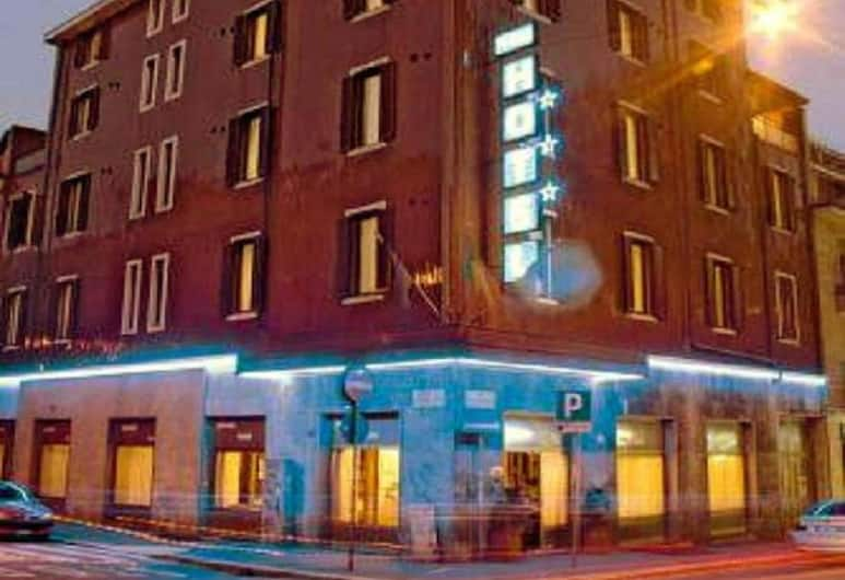 Piccolo Hotel, Milano, Facciata hotel (sera/notte)