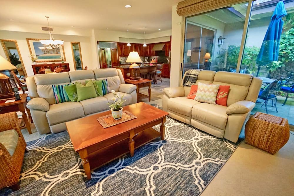 Premium Townhome, 3 Bedrooms (Lehua) - Living Area
