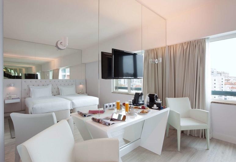 Lutecia Smart Design Hotel, Lisbon, Family Room, City View, Guest Room