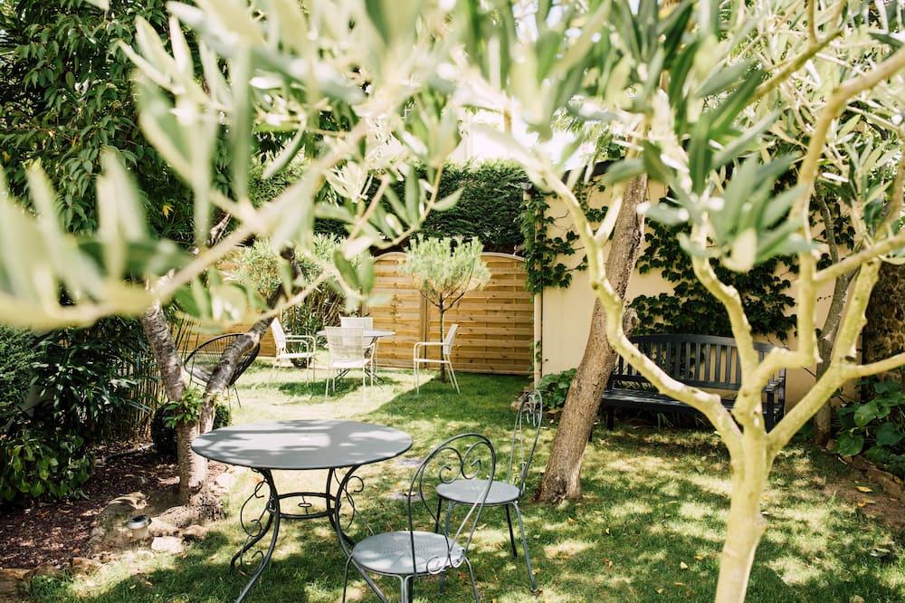 Double Room (Charm) - Garden View