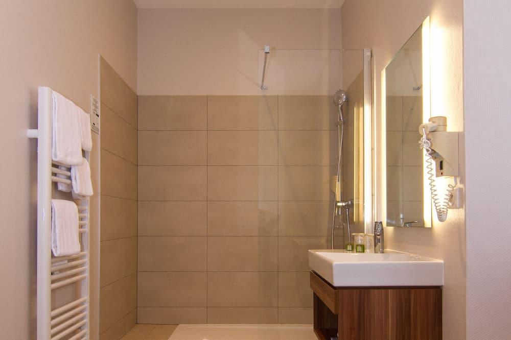 Phòng 3 dành cho gia đình, Nhiều giường - Phòng tắm