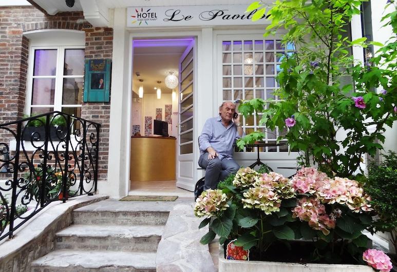 Hotel le Pavillon, Paris, Hotellets front