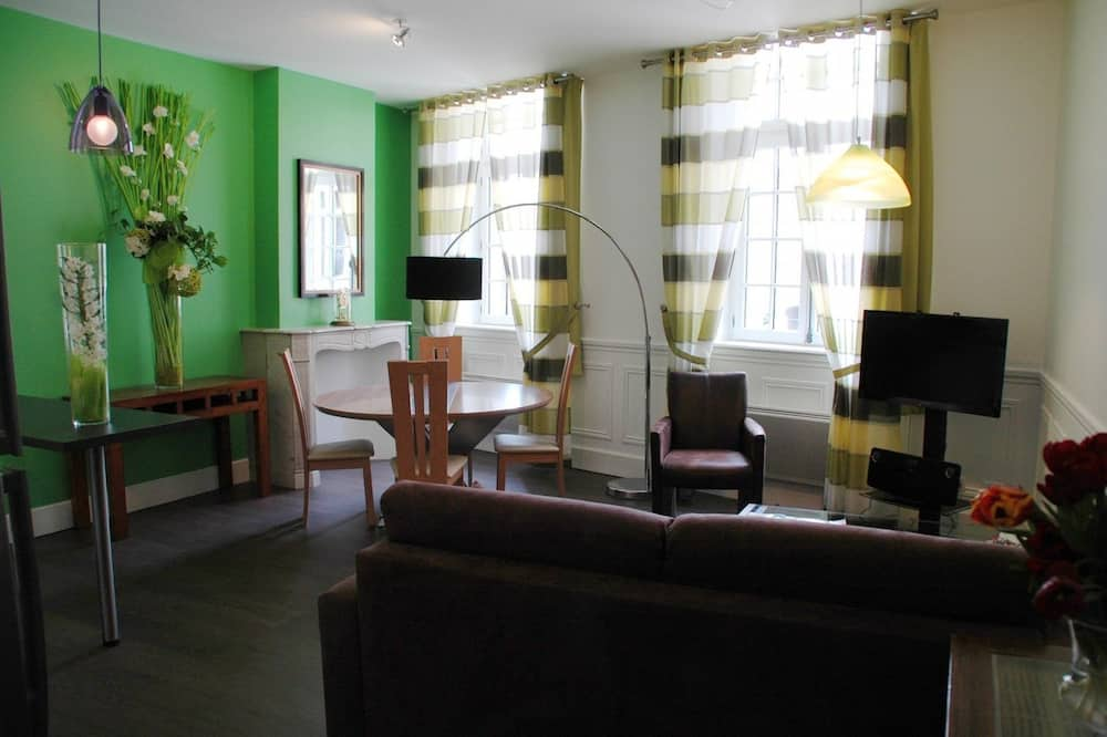 Superior Apartment, 2 Bedrooms, City View - Living Area
