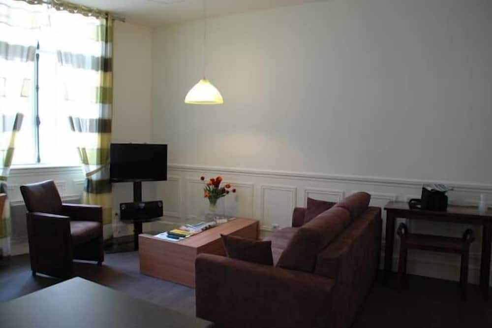 Superior Apartment, 2 Bedrooms, City View - Living Room