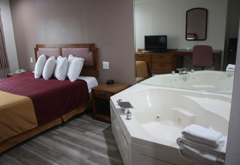 Value Inn & Suites, Redding, King Jacuzzi Suite - Non Smoking, Deep Soaking Bathtub