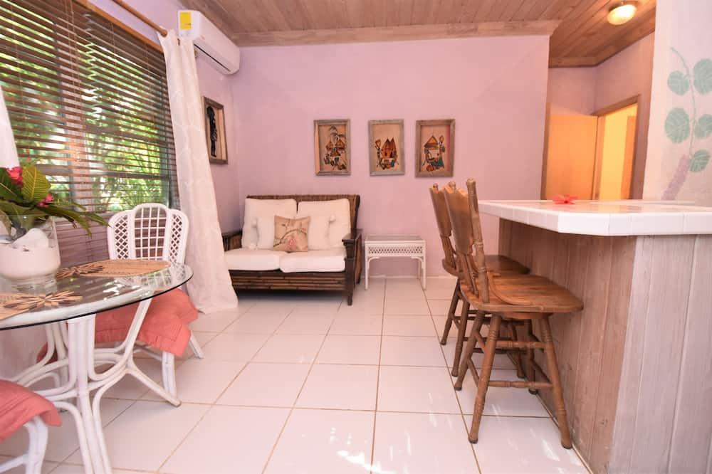 Tropical Premium Garden- footsteps away from beach - Svetainės zona