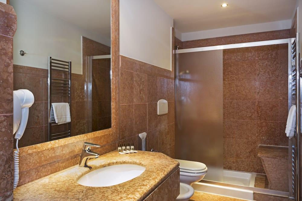 Kahden hengen huone, Tupakointi kielletty - Kylpyhuone