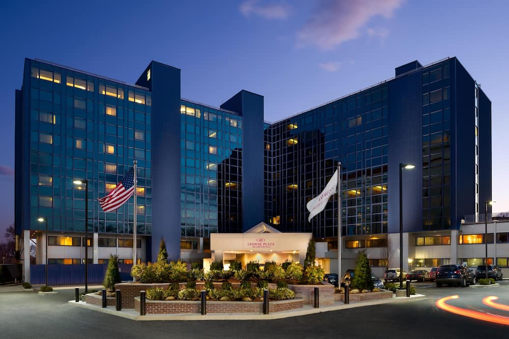 Crowne Plaza JFK Airport New York City, an IHG Hotel