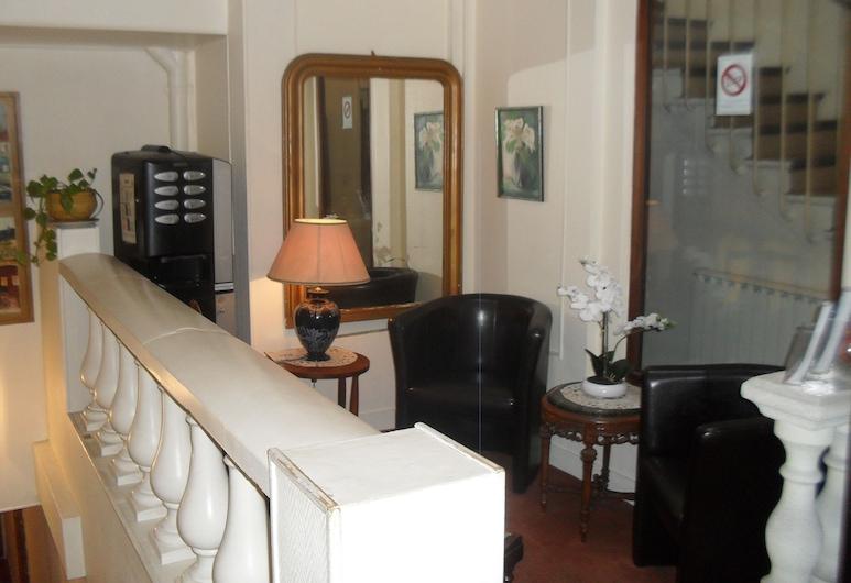 Hôtel Montpellier, Paris, Entrén inifrån