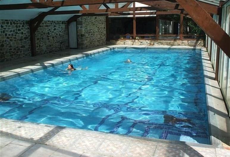 Chateau Du Val, Плангенуаль, Закрытый бассейн