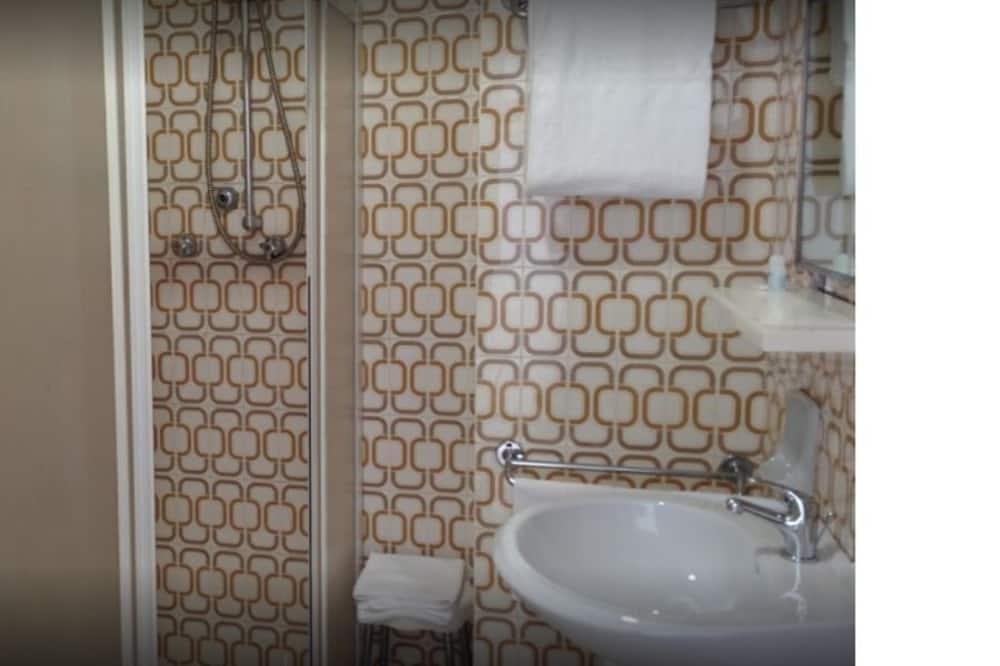 Traditionelt dobbeltværelse - 1 kingsize-seng - Badeværelse